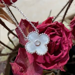 Jewelry - Sterling silver clover necklace